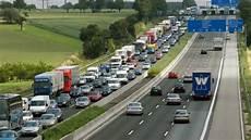 stau a5 frankfurt raser des monats mit 110 stundenkilometern durch