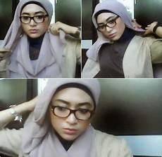 Kreasi Simple Jilbab Untuk Wanita Berkacamata