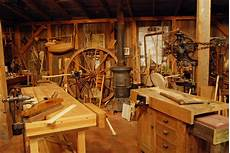 Altes Holz Bearbeiten - roy underhill s workshop from the woodwright s shop in