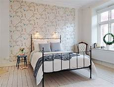 schlafzimmer tapezieren ideen decorating the wall of the bedroom interior design