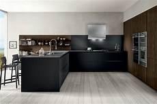boiserie cucina cucina compatta con banco penisola colonne attrezzate e