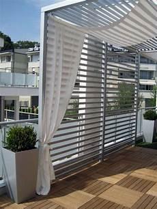 balkon mit holzfliesen und sichtschutz in 2019 balkon