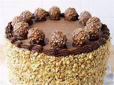 torta con ferrero rocher sbriciolati pastel de ferrero rocher receta tartas pastel de ferrero rocher recetas de tartas