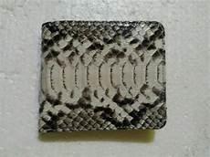 kerajinan dompet sabuk tas tali jam kulit ular kobra python biawak buaya sapi dan ikan pari