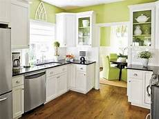 Wandgestaltung Küche Bilder - green walls and white kitchen cabinet paint colors in