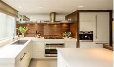 cuisine moderne blanche et bois 1001 conseils et id 233 es pour am 233 nager une cuisine moderne