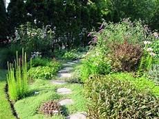 gartenwege gestalten naturstein gartenwege gestalten wie bauen wir einen steinpfad
