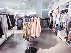 Garage Kleidung by H M And Zara Are In Fast Fashion Competition And The