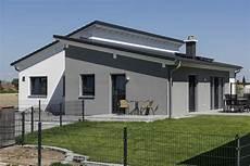 Moderne Bungalows Mit Pultdach - ein versetztes pultdach verleiht diesem bungalow ein