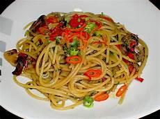 Spaghetti Mit Sojasauce Zucchini Paprika Spinat Und