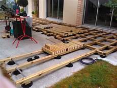 structure terrasse bois cr 233 ation d une terrasse bois avec lambourde et plots