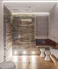 moderne begehbare duschen wandfliesen in natursteinoptik und bodenfliesen in