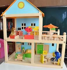 maison de poupéé en bois pas cher maison poupee bois
