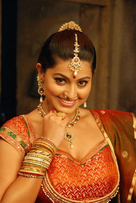 Sexy Saree Girls Pics