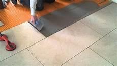Fußboden Fliesen Verlegen - bodenfliesen fachgerecht verlegen