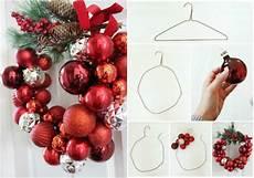 Basteln Mit Weihnachtskugeln Ideen T 252 Rkranz Drahtb 252 Gel