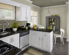 latest kitchen trends 2013 this bedroom features benjamin s new traditional palette with