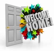bentornati a casa welcome home 3d open door greeting homecoming stock