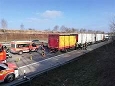 Unfall A8 Gestern - schwerer lkw unfall auf der a8 polizeiberichte teckbote