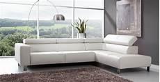 le canape en cuir blanc pour une decoration epuree 171