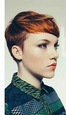 coupe courte cheveux ondulés muy corto y coloreado estilistasciudadreal estilistas