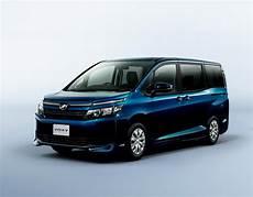 Toyota Voxy Photo toyota voxy specs and prices photo autoevolution