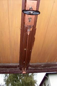 garagentor verriegelung unten garagenschloss