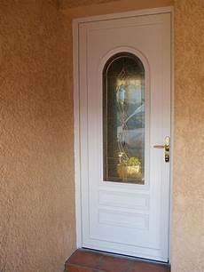 isolation porte entrée pose d une porte d entr 233 e isolante en pvc pr 232 s de rochefort