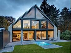 Haus Mit Glasfassade - gro 223 z 252 gige villa mit gro 223 er glasfassade petershaus