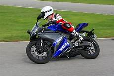 ride 2014 yamaha yzf r125 review visordown