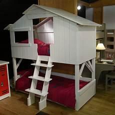 cabane de lit superposé lit cabane simple ou superpos 233 en bois pour chambre d enfants mathy by bols chez deco
