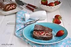 rotolo con crema pasticcera rotolo al cacao con fragole e crema pasticcera ricetta con immagini pasticceria fragole