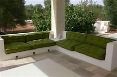 divani in muratura divano cuscini trapuntati tabouret materasso a terra 6