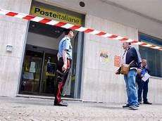 ufficio polizia postale armati e a volto coperto nell ufficio postale quot 200 una rapina quot