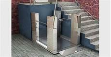 re für rollstuhlfahrer bauen barrierefreies bauen hebeb 252 hnen 0 06m bis 1 79m