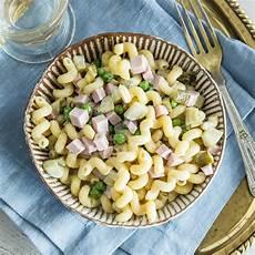 klassischer nudelsalat mit erbsen und mayonnaise