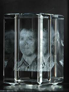 bilder in glas file 3d portrait in glas jpg wikimedia commons