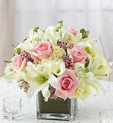 petit bouquet de fleurs pour table centre de table de lys et roses 35 bouquet mariage