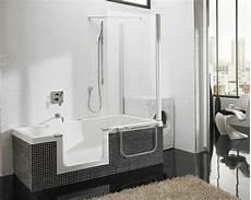 kleine badewannen mit dusche badewanne mit duschzone tolle beispiele archzine net