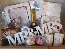 What To Gift A On Wedding