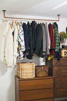 begehbarer kleiderschrank kleiderstange hanging copper pipe clothing rack diy a beautiful mess
