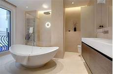 bad mit freistehender badewanne und begehbarer dusche