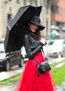 Le Frau Mit Schirm - sotto l ombrello consigli fashion per vestirsi con