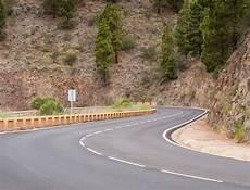 Route Avec Des Arbres Sur Les C 244 T 233 S T 233 L 233 Charger Des