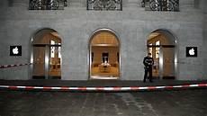 spiegel shop berlin berlin einbrecher fahren mit gestohlenem auto in apple