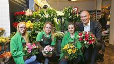 floristikunternehmen blume 2000 plant 210 neue filialen