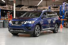 2017 Nissan Pathfinder Sv Test Review Motor Trend