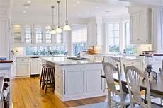 white kitchen qnud