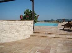 piastrelle per terrazzi come scegliere le piastrelle per terrazzi le piastrelle