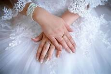 do you know which finger the engagement ring goes you should wedessence